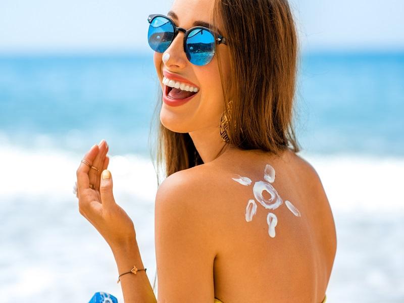 Come scegliere la protezione solare più adatta al proprio tipo di pelle