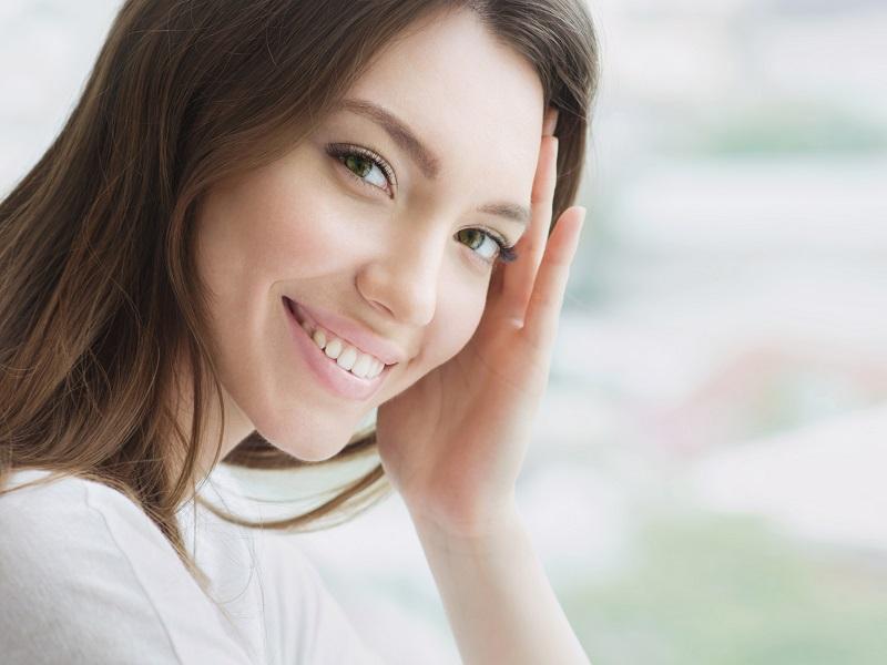 Come idratare il viso per avere una pelle fresca dopo l'estate