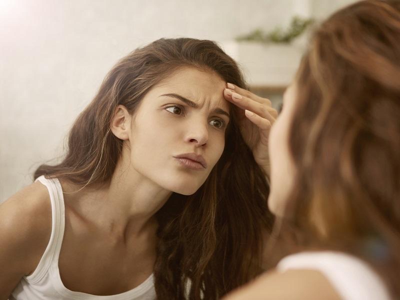 Macchie sul viso: cause e rimedi